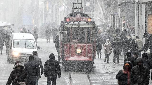 Son Dakika! İstanbul'da bu gece ve yarın yoğun kar yağışı bekleniyor, kar kalınlığı 20 - 40 cm arasında olacak