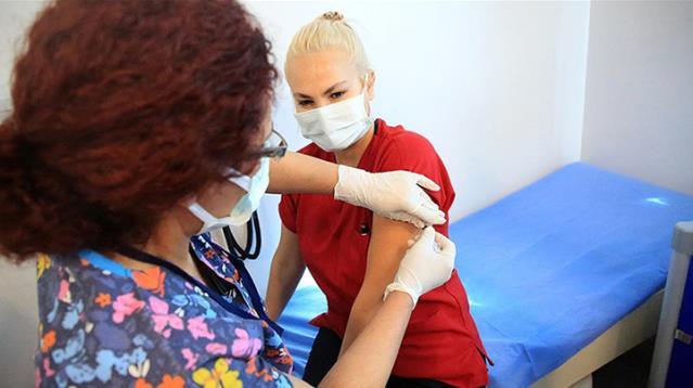 Son Dakika! Türkiye genelinde aşılanan sağlık çalışanı sayısı 200 bini geçti