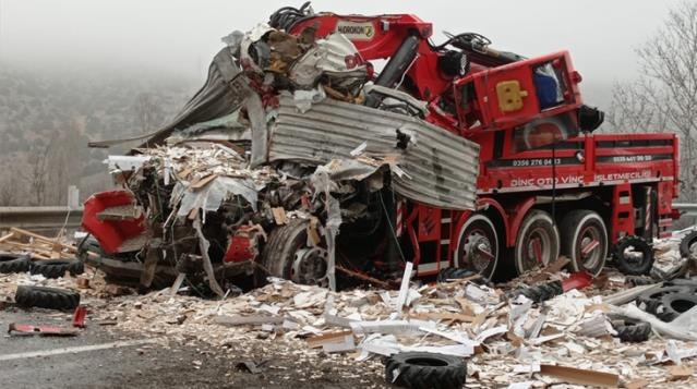 Son dakika! Yozgat'taki zincirleme trafik kazasında 3 kişi öldü, 2 kişi yaralandı