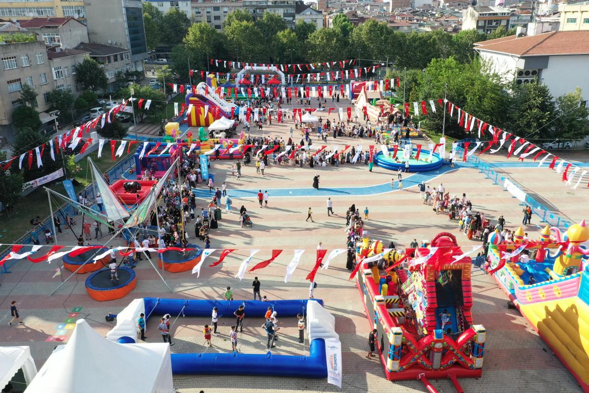 Sultangazili çocuklar bayramda eğlenceye doyuyor