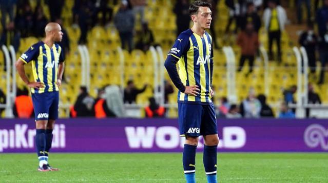 Taraftarlardan Fenerbahçe'li Futbolculara Tepki