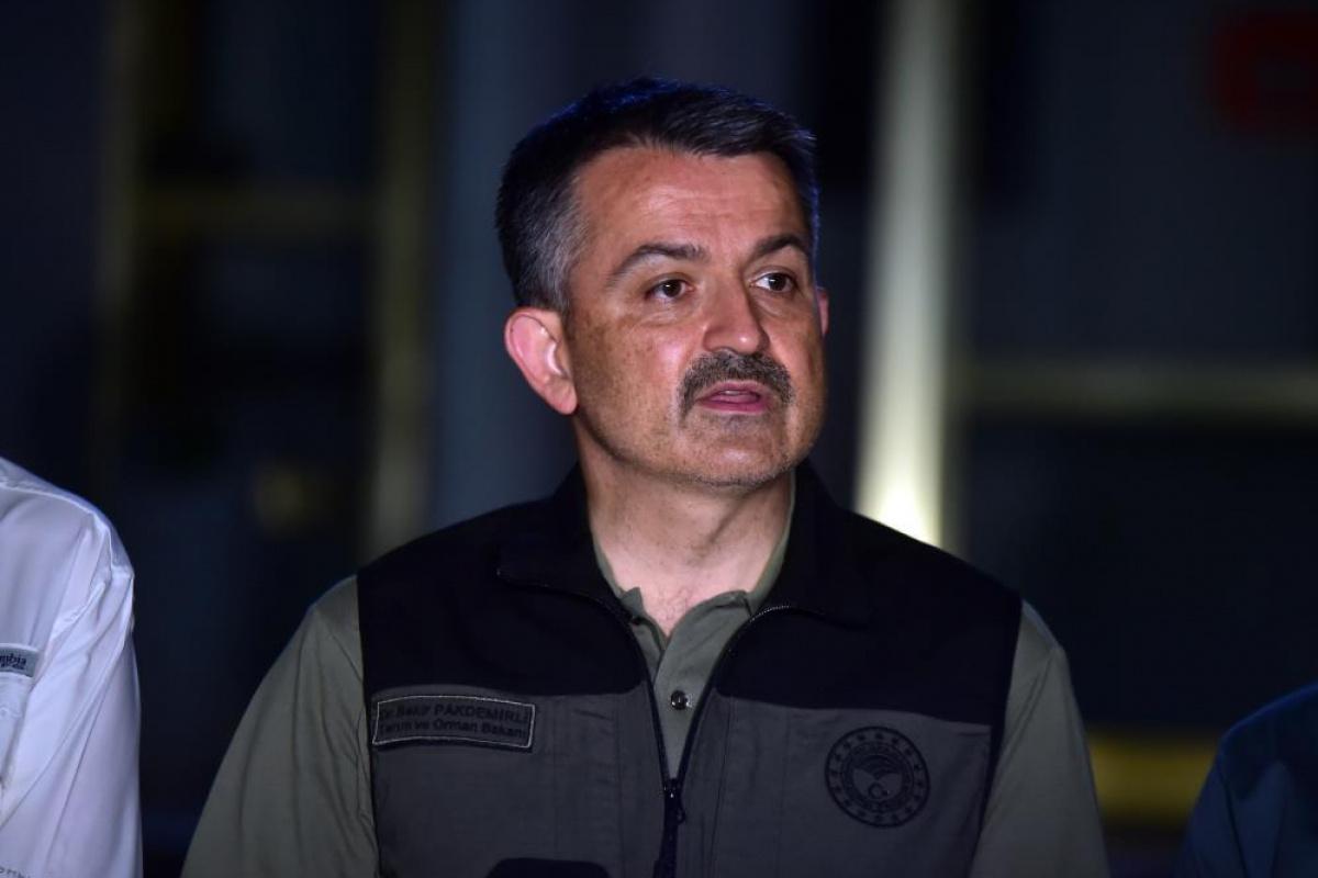 Tarım ve Orman Bakanı Pakdemirli, orman yangınlarına ilişkin son bilgileri paylaştı