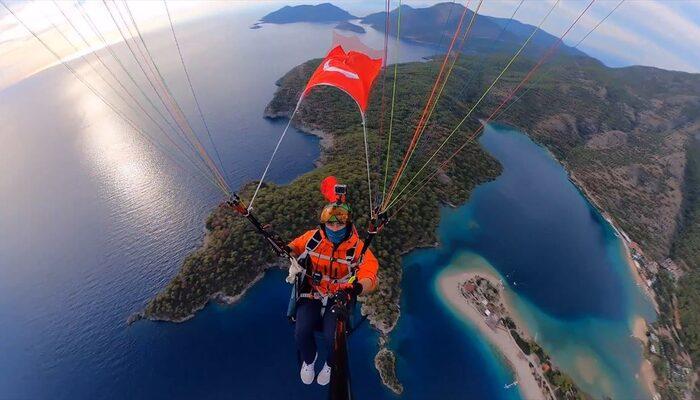 Ulu Önder Gazi Mustafa Kemal Atatürk'ü 1500 metre yüksekte andı
