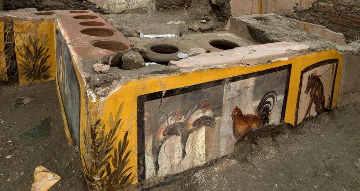 Yaklaşık 2000 yıldır zamanın durduğu antik Pompeii'de fast food restoranın atası bulundu