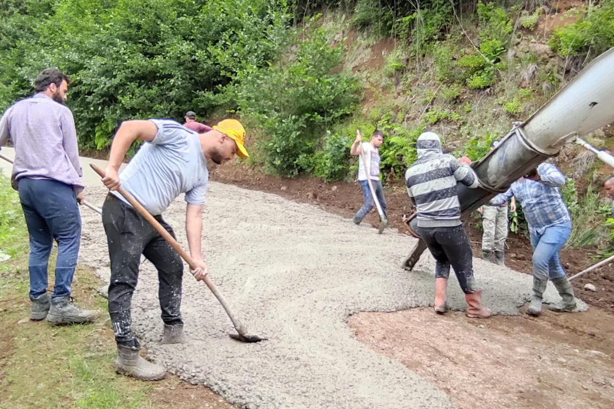 Yayla yollarına kendileri beton döktüler